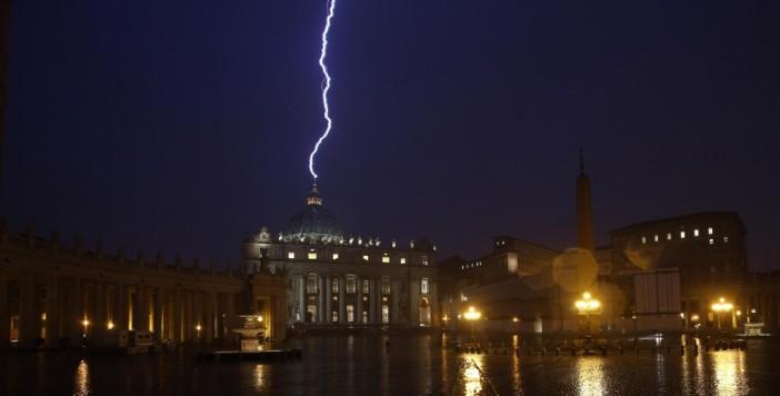 κεραυνός στο βατικανό