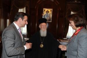 Ο κ Χατζημαρκάκης, ο Οικουμενικός Πατριάρχης κκ Βαρθολομαίος και η κ Λυδία Ιωαννίδου  Μουζάκα